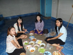 exquisite friends of mine now, from left to right: small Jieb, Om, Maki and Pu for my last dinner party in Nadee, a traditional Lao Larb!