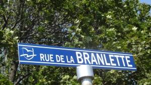 Dans la série au Québec et nulle part ailleurs! je n'invente rien, à ...Saint-Jean Port-Joli!