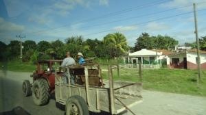 paysage cubain avec tracteur