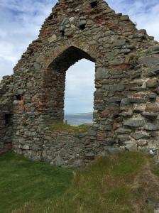 le ciel, la mer, les vestiges des siècles et civilisations...toute l'Ile de Man est dans cette image!